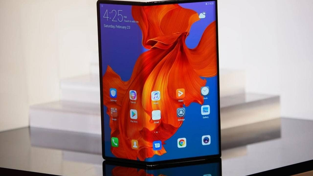Huawei Mate X Now Has A Button To Open Up The Foldable Phone Huawei Huawei Mate Smartphone