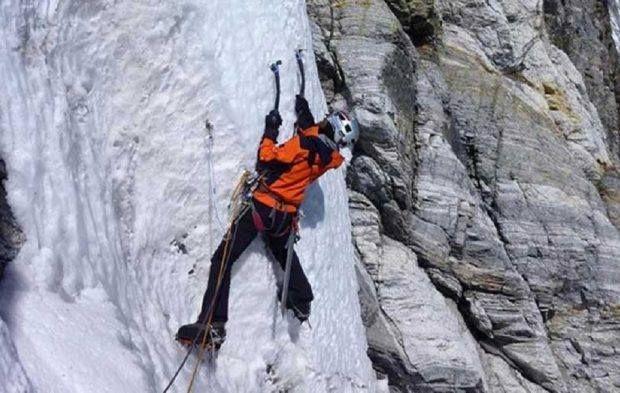 وفاة متسلق أمريكي في ظروف غامضة بالقرب من قمة إيفرست لفظ متسلق جبال أمريكى أنفاسه الأخيرة أثناء ممارسة رياضة التسلق بالقرب من قمة Natural Landmarks Landmarks