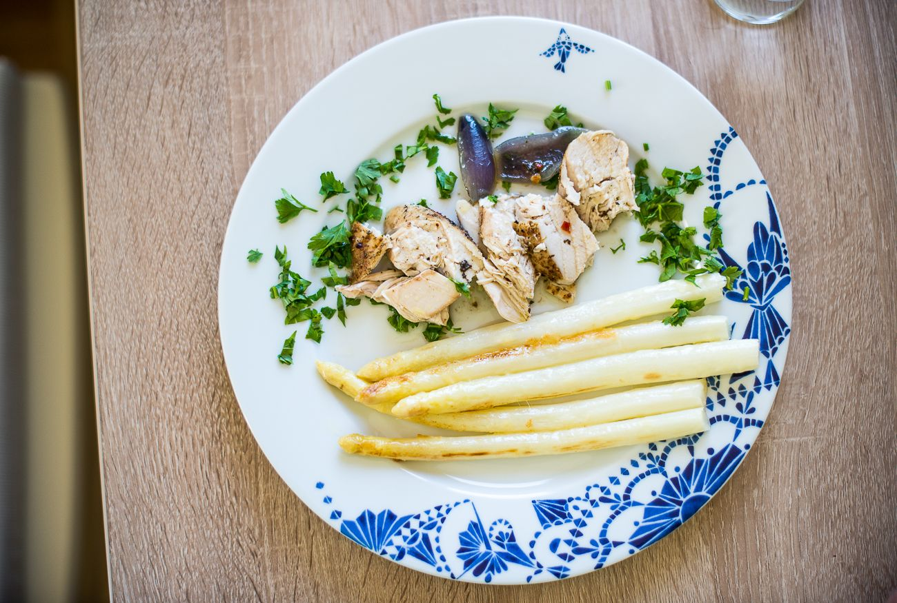 Spring food inspirations / asparagus with tender chicken and onion. yumm
