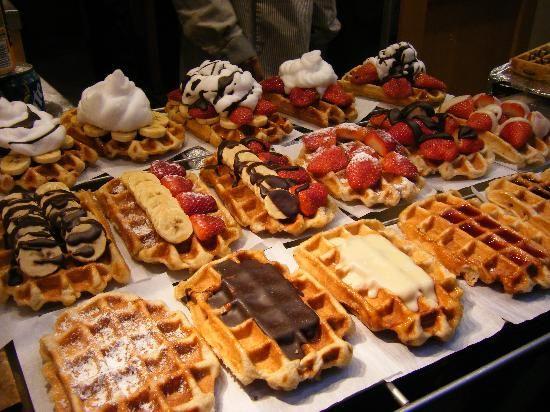 la gaufre de Bruxelles. Begian waffles displayed in a store at ...