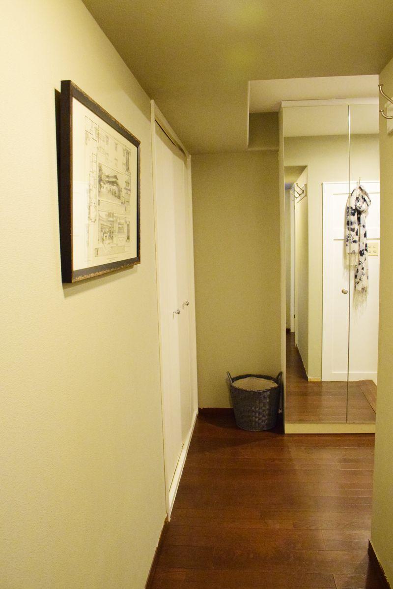 廊下をペイントでイメージチェンジ グレーの壁と白のドア枠 家 壁紙 リフォーム Diy 家