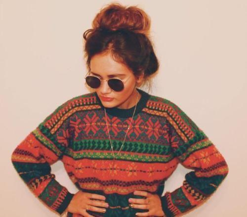Las etiquetas más populares para esta imagen incluyen: girl, fashion, hipster, hair y sweater