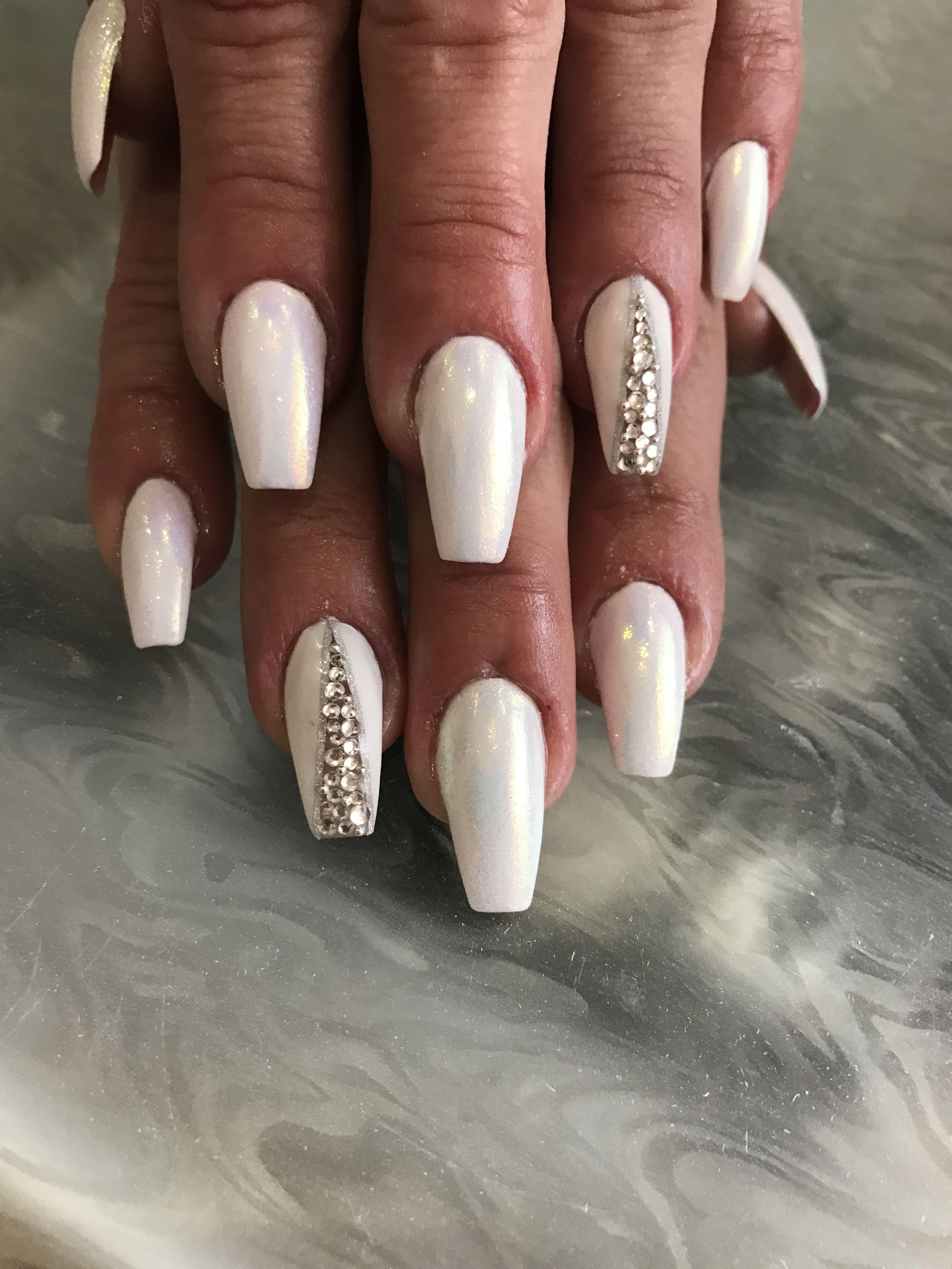 красивый дизайн ногтей втирка с камнями