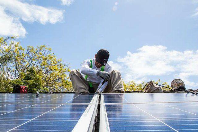 SolarCity dio a conocer su panel solar más nuevo que, según la compañía, es el más eficiente del mundo. El panel alcanzó un 22,04% la eficiencia, según pruebas de terceros. Además, produce entre un 30% y 40% más de potencia. Según SolarCity, el nuevo panel puede producir más electricidad …