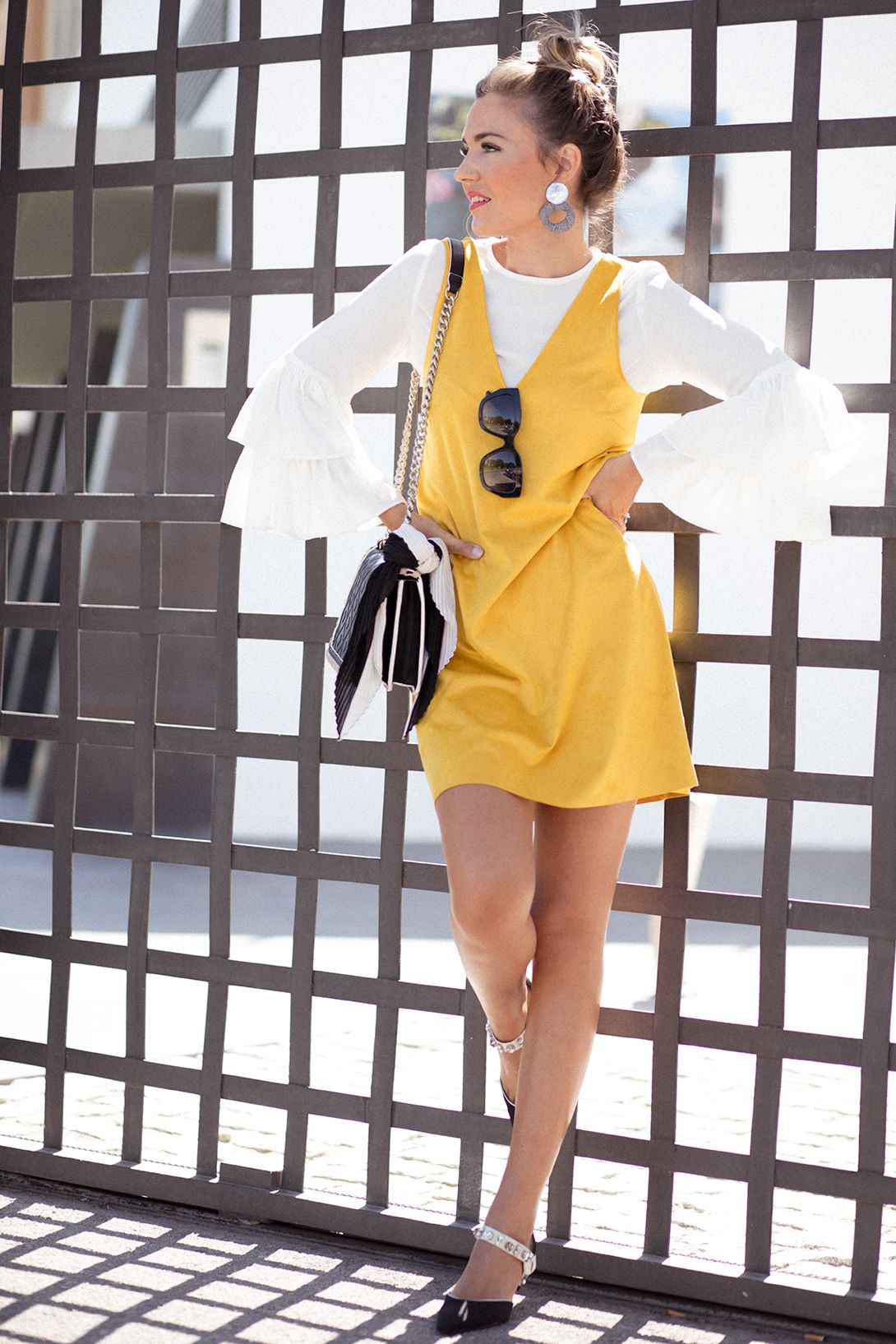 92467864befc0 White ruffle blouse+mustard dress+black pearl pumps+black chain shoulder  bag+