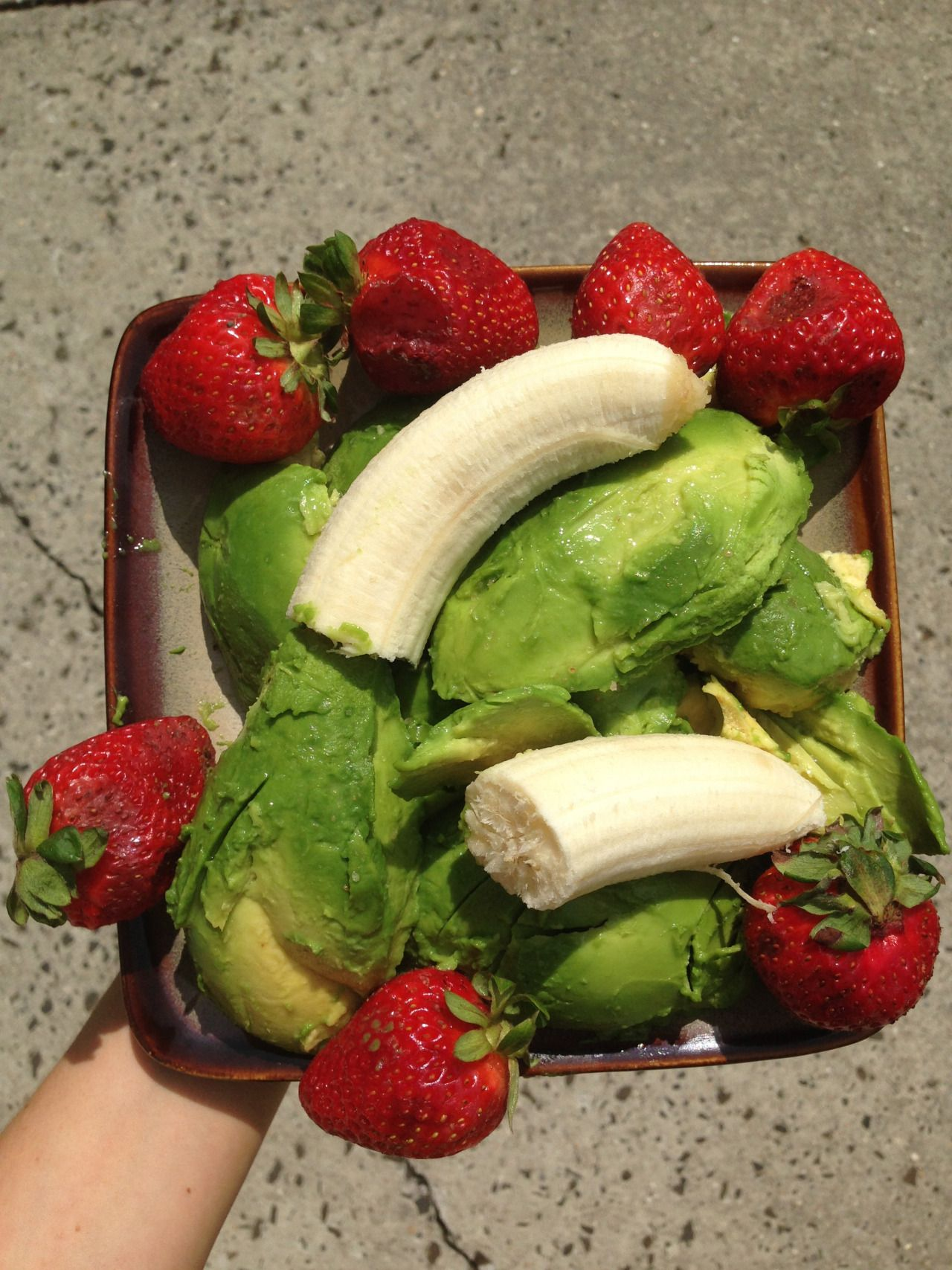 earth–eater:  my boyfriend wanted me to show off his epic snack! strawberry, avocado w lime juice, banana