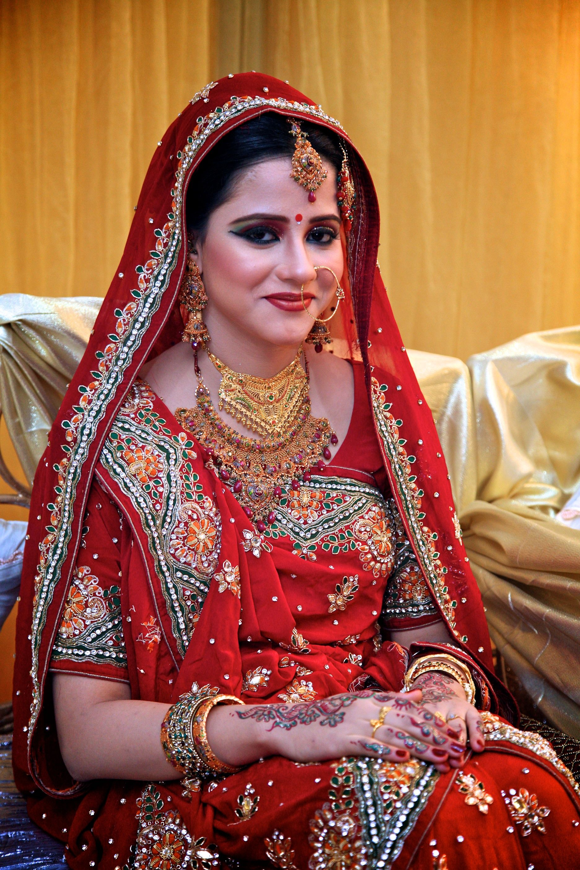 Marriage ornaments - A Bangladeshi Bride Posing Happily On Her Wedding Ceremony I Love How Freaking Awesome