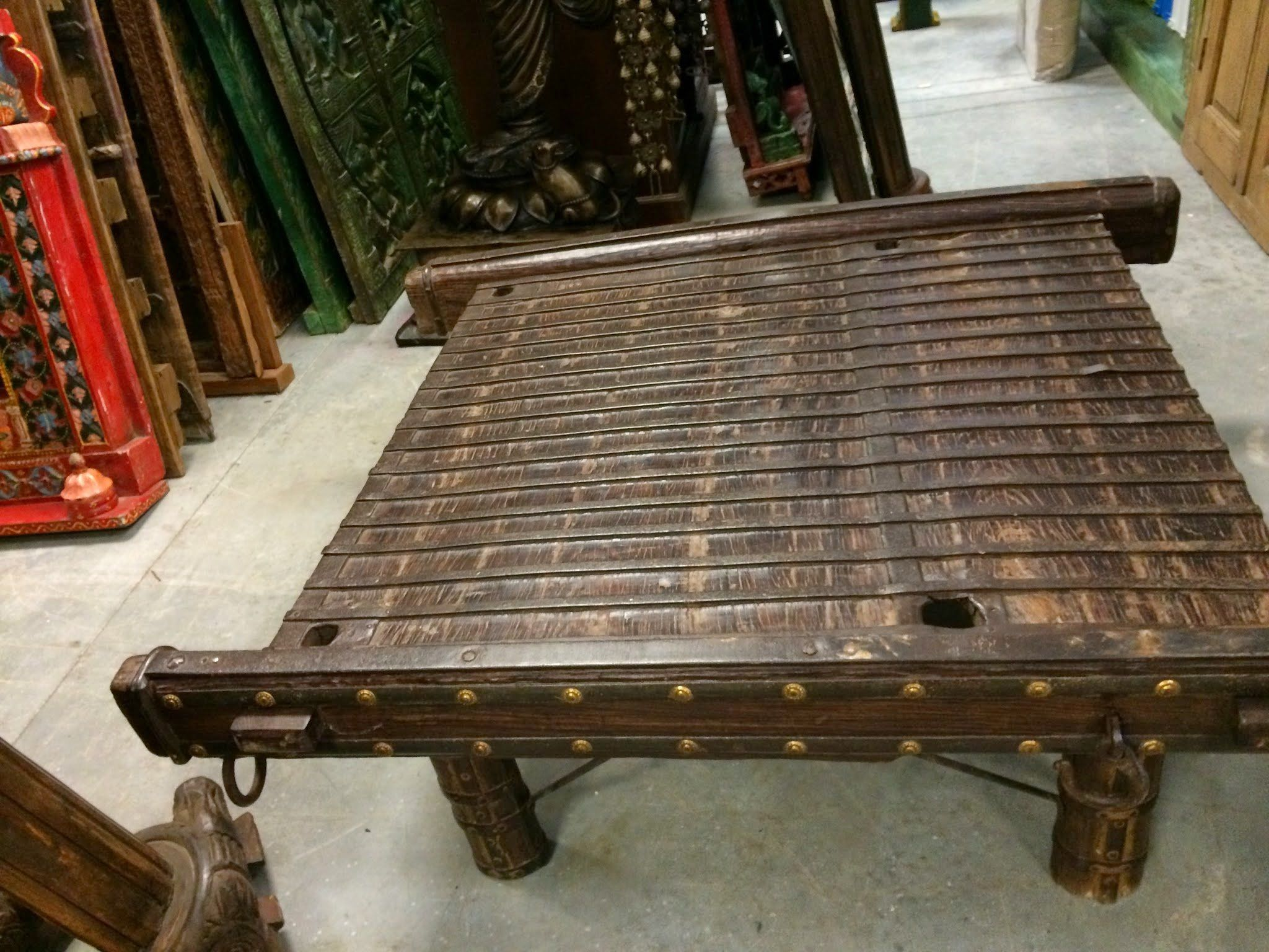 Antique Banjara Vintage Indian Solid Ox Cart Coffee Table With Brass Iron Accents Amazon Com Home Garden Cart Coffee Table Coffee Table Rustic Furniture