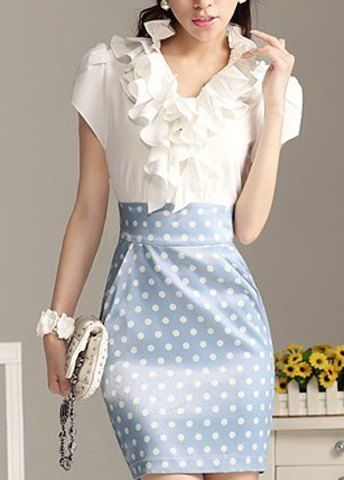 e633996d9 blusa con olanes en el cuello y una bonita falda de bolitas que ...