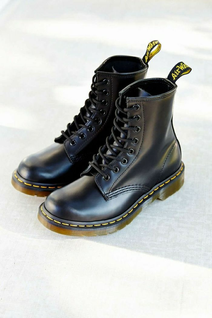 c30ae35d57448d Quelles sont les tendances chez les bottes noires? 45 photos ...