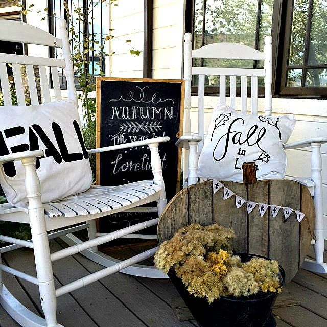 17 Insanely Inviting Fall Porch Ideas