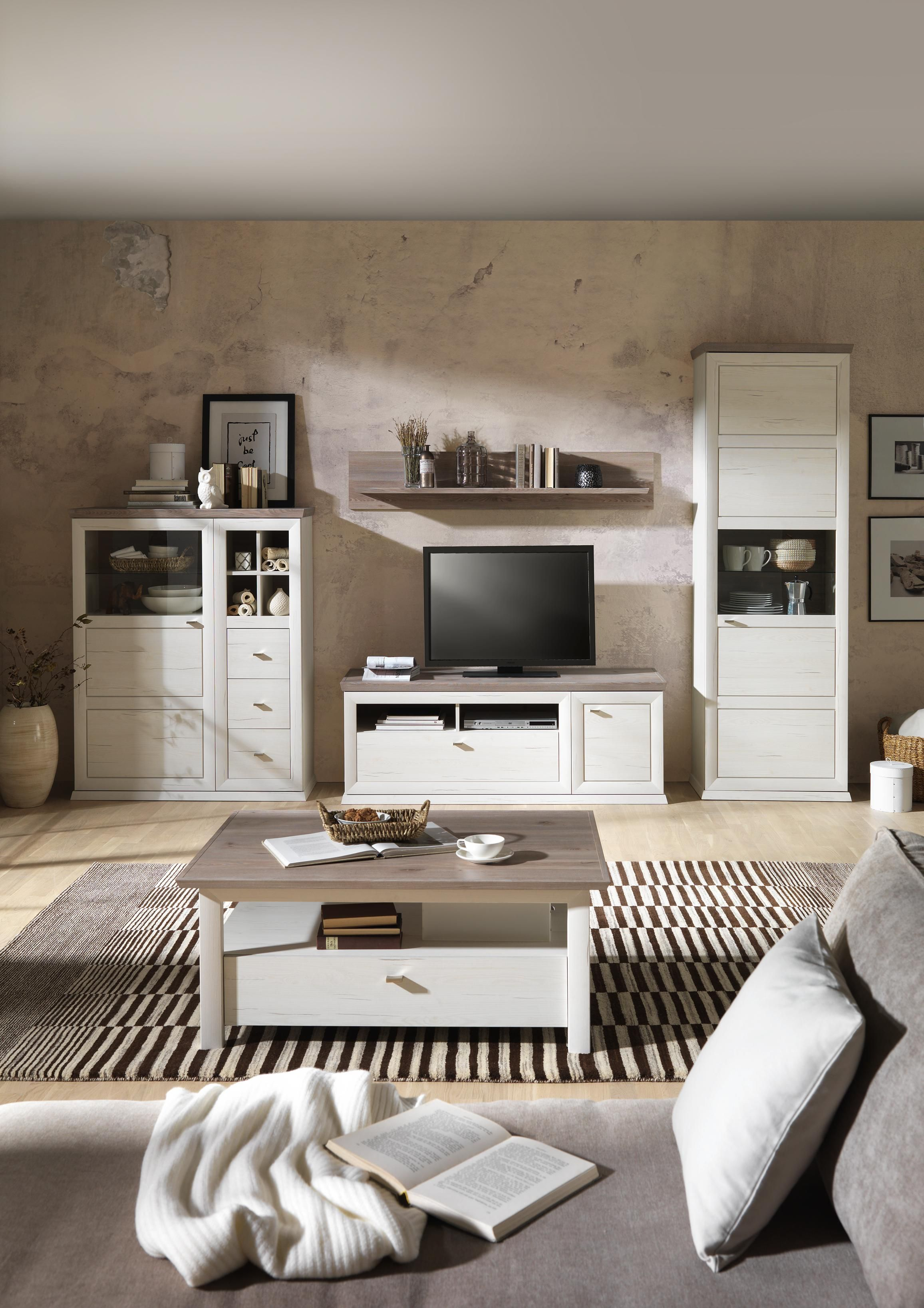 Ansprechend Schöne Wohnwände Dekoration Von Wohnwand Im Charmanten Stil