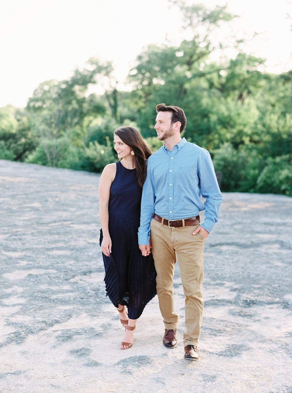 What Colors To Wear For Engagement Pictures