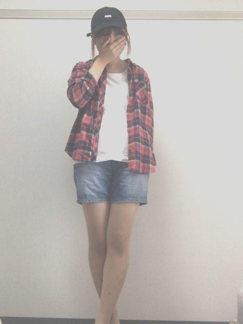 こんにちは。 今日のコーデです。今日から大学の後期の授業開始です!秋だしチェックシャツと短いジーンズ
