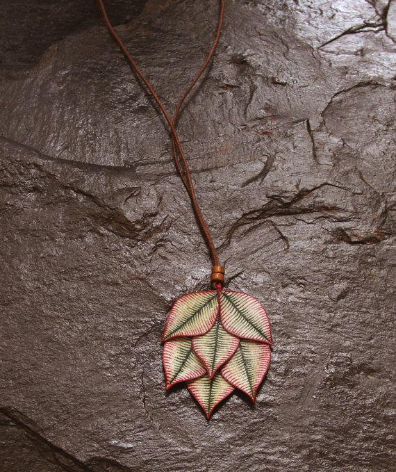 Mira este artículo en mi tienda de Etsy: https://www.etsy.com/listing/263279923/colorful-spring-leaves-necklace-boho