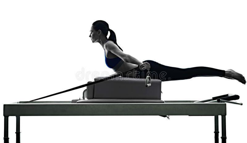Frau Pilates Reformer Übungen Fitness isoliert Stockfoto - Bild von Schatten, Training: 73537484, #B...