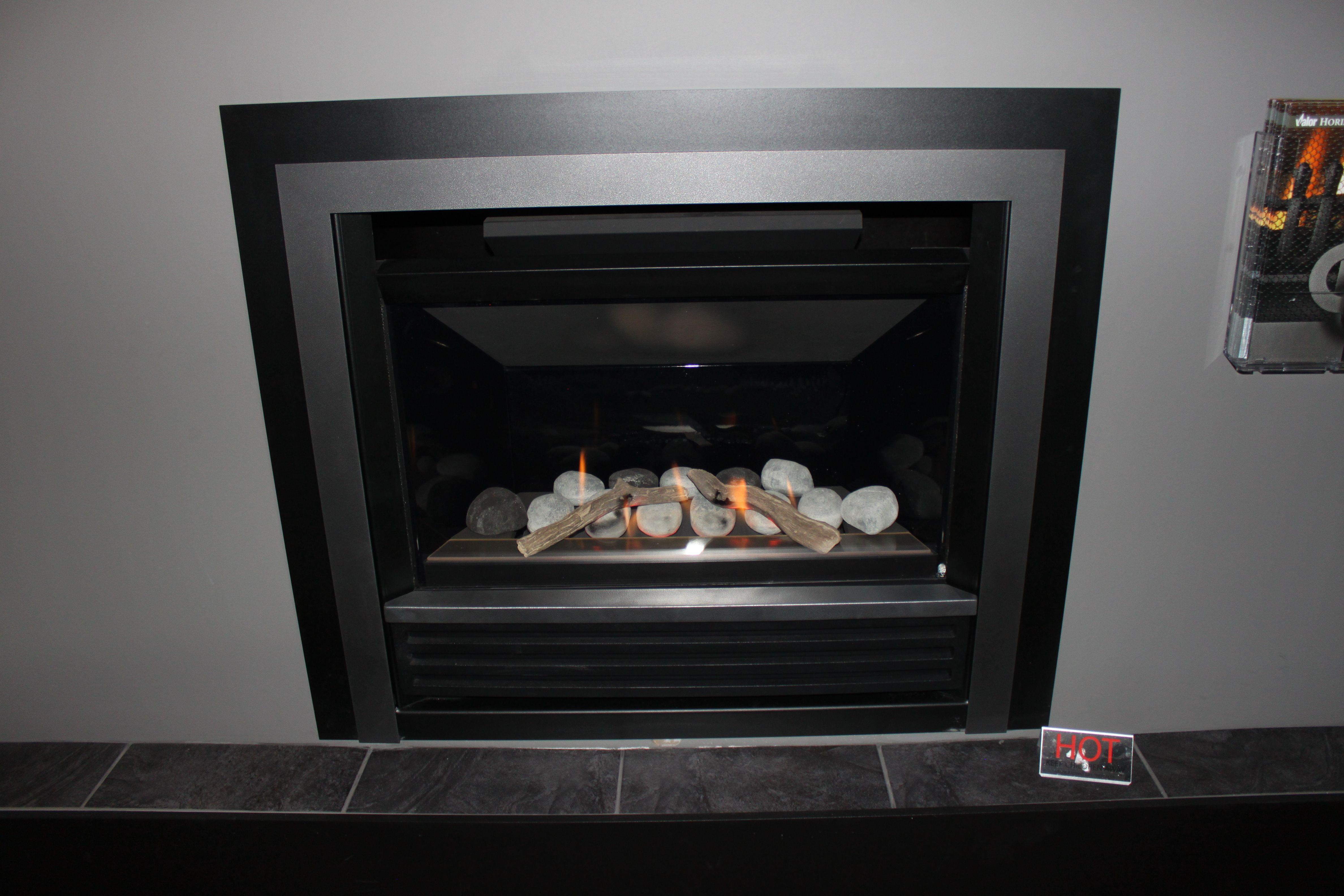 valor fireplaces horizon series rock engine 534irn on display at