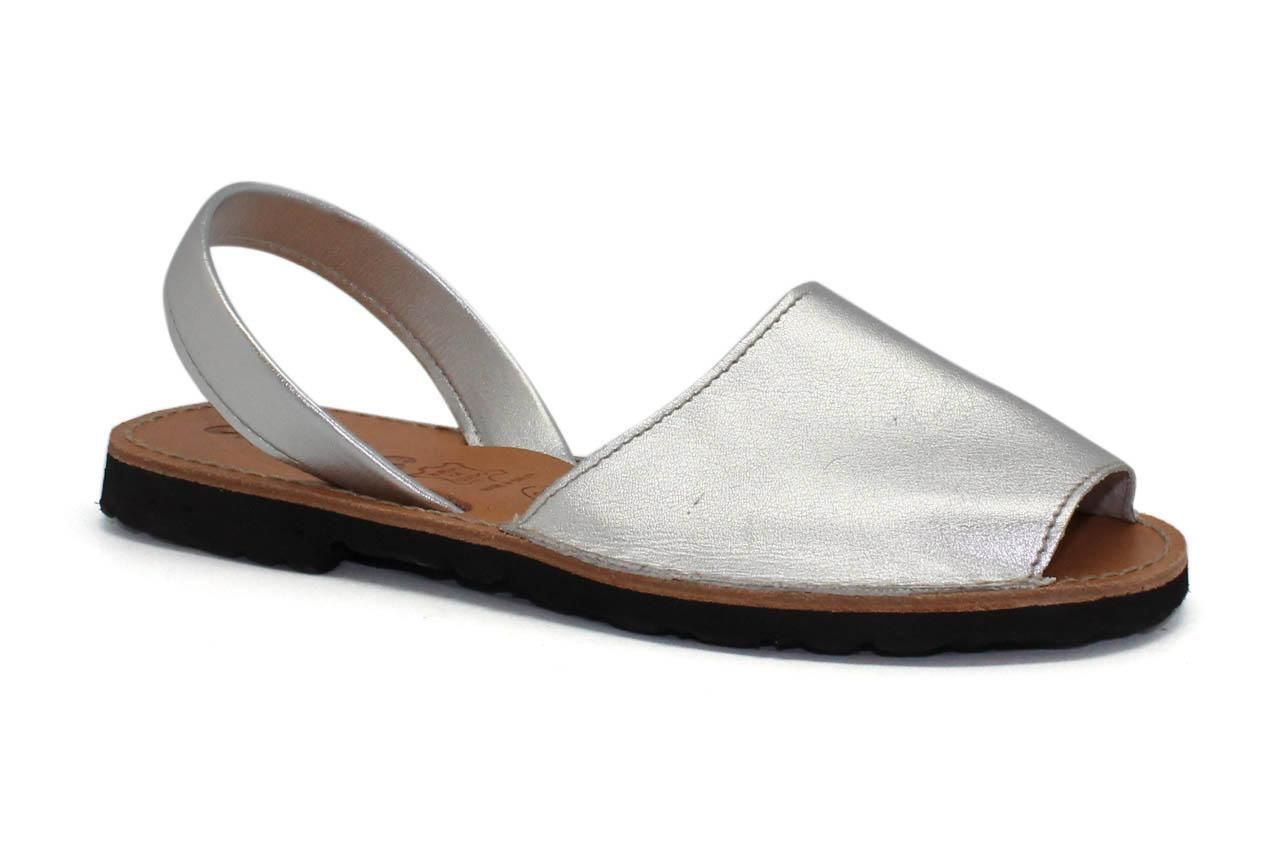 http://www.tuzapateria.es/index.php/tienda/ibicencas-sandalia-plata-calzados-arancha.html