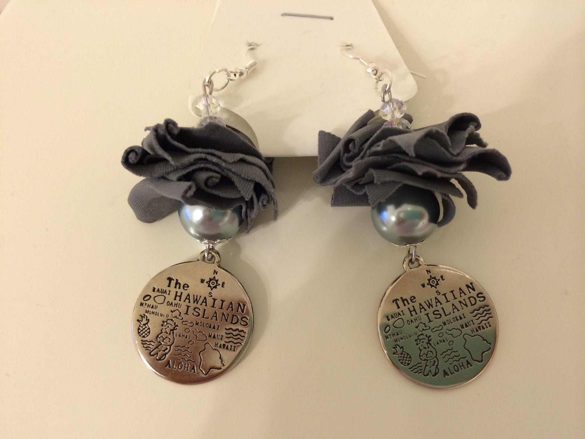 orecchini in fettuccia con perla e ciondolo moneta