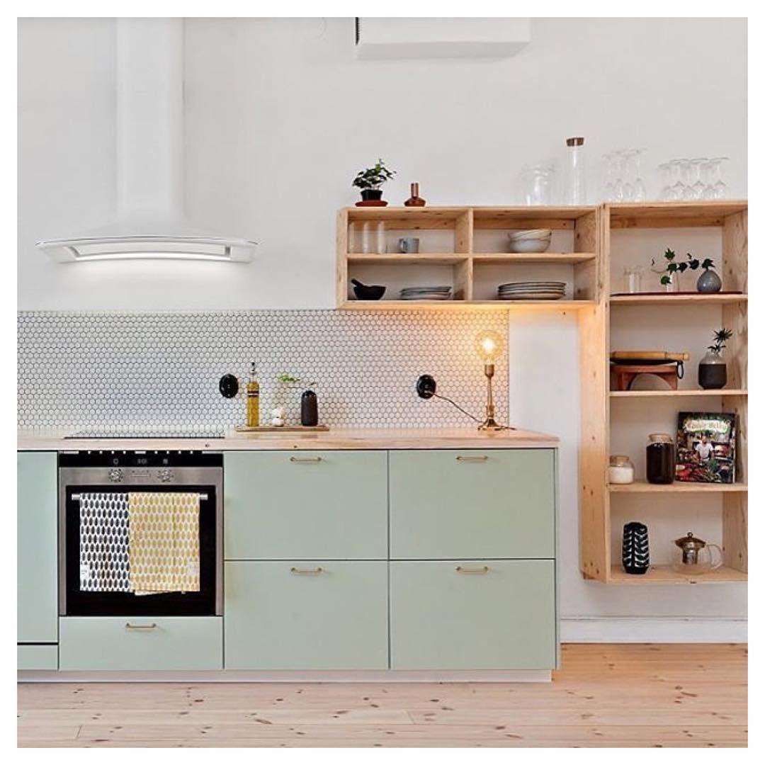 tolle kombination aus hellem holz und mintgr n k che deko pinterest. Black Bedroom Furniture Sets. Home Design Ideas