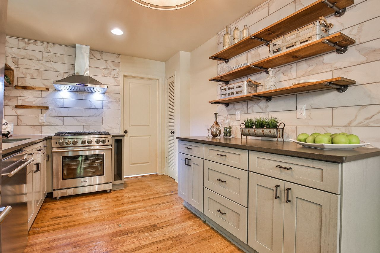 Cabinets By Forevermark Cabinetry Hardware By Liberty Appliances By Blomberg Counters By Hanstone Quartz Home Rental Kitchen Little House