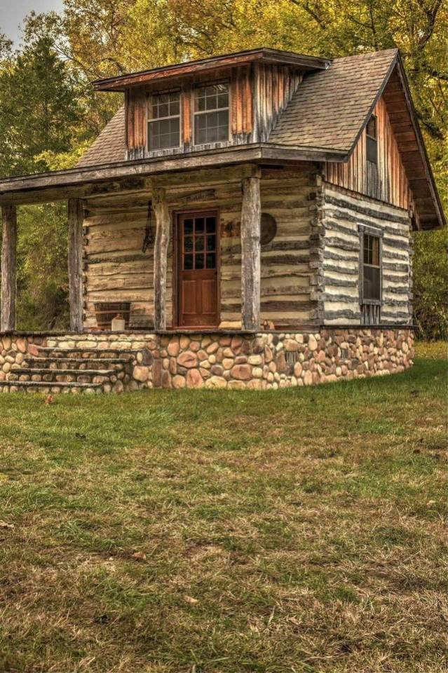 Looks Like A Great Fishing Cabin Tinyhouseonwheels Rustic Cabin Log Cabin Homes Tiny House Cabin