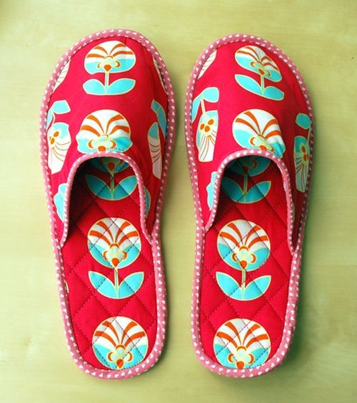 Quilted slippers tutorial - great idea for Mothers Day gift ... : quilted slippers pattern - Adamdwight.com