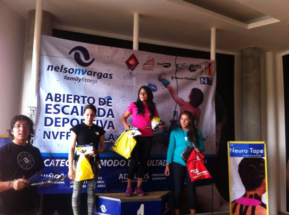 Isabel Bolívar recibiendo premios de 1 er lugar en competencia dificultad Nelson Vargas ... Atleta #rocodromofusion #treehouse