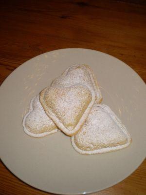 Vanilla hearts - filled with pastry cream Xxx Husk å tilsette 0,5 ts hjortetakksalt i mördeigen mayK