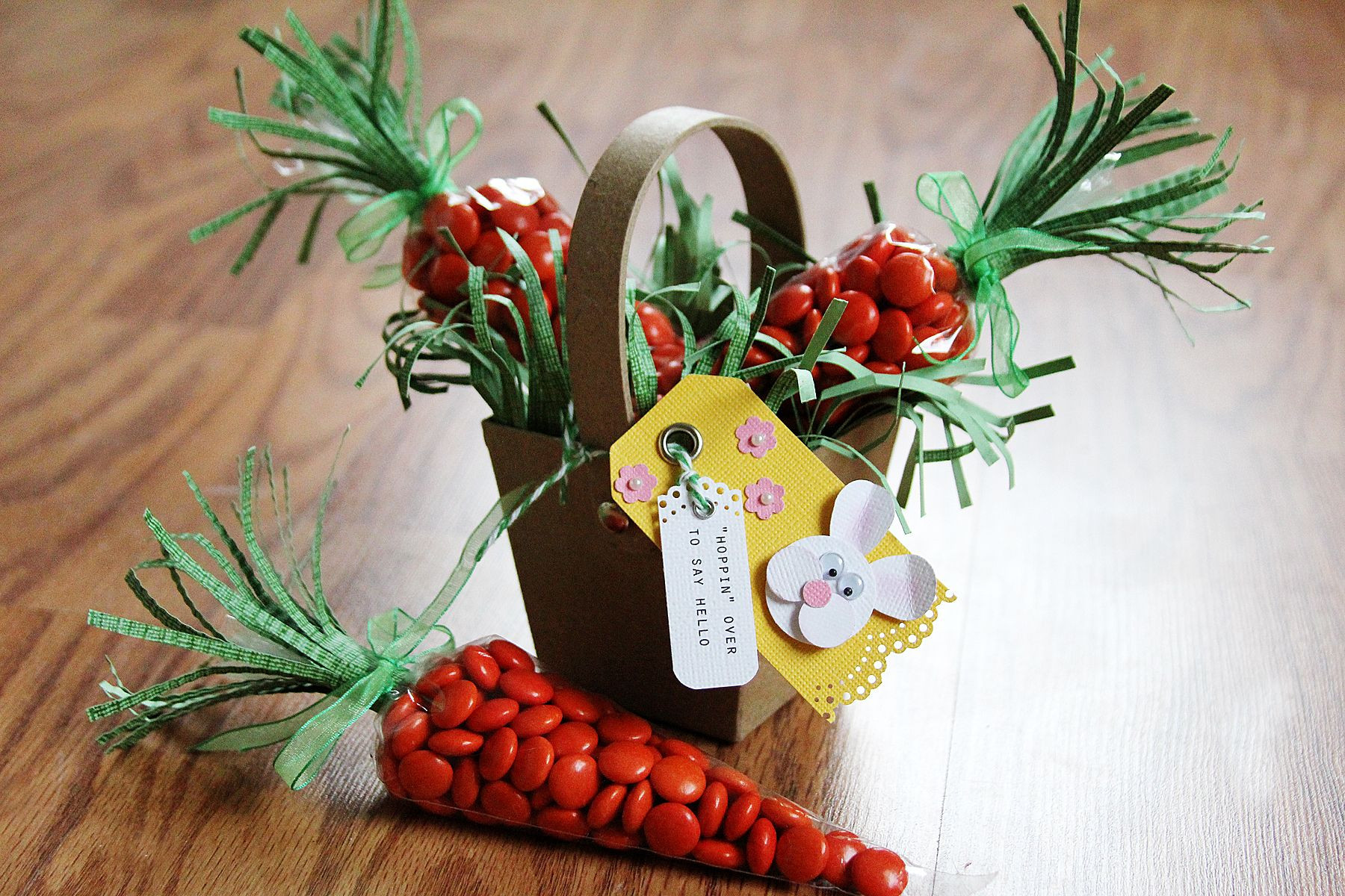 Tutorial: Cute Carrot Treat Bags in a Decorated Easter Basket. Perfect for Easter!