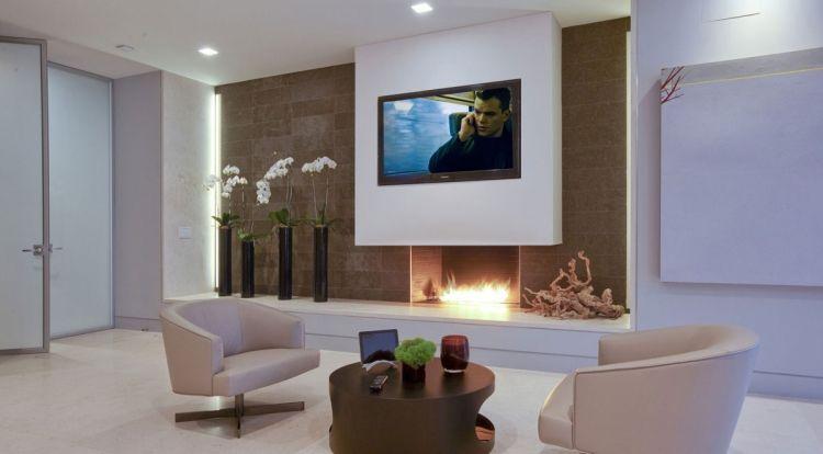 schne wandgestaltung mit dekorativem bioethanol kamin und orchideen daneben tv sala e quarto pinterest bioethanol kamin fackeln und wandgestaltung - Tv Wand Mit Kamin
