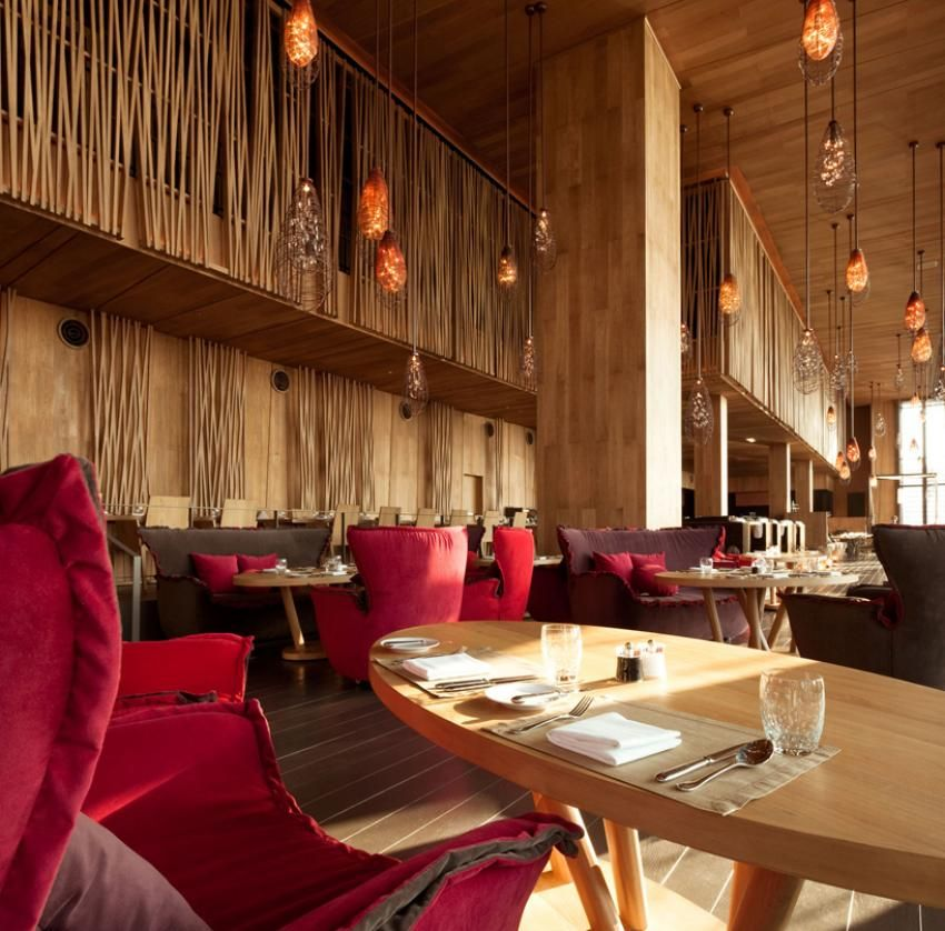 Restaurant Kitchen Interior Design: Hotel Design, Restauarant Interior With Red Sofa And Cushions In Wooden Restaurant Design