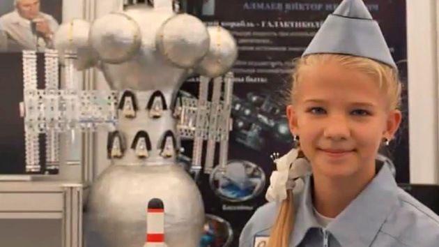 Una joven inventora rusa de 13 años presentó su proyecto de nave galáctica que podría alcanzar otras galaxias en tan solo 42 años http://actualidad.rt.com/ciencias/view/123824-joven-rusa-descubrio-manera-viajar-galaxias