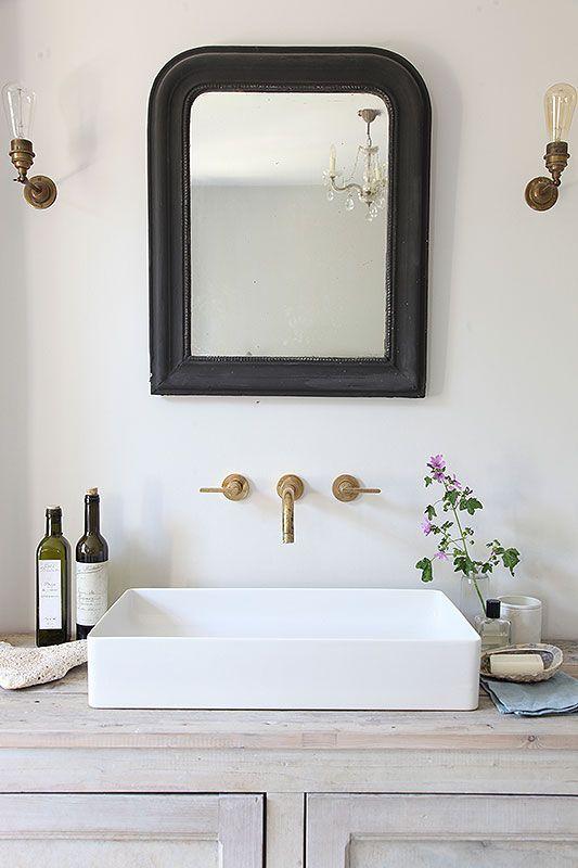 Salle de bain Rustique chic, miroir, mitigeur encastré | Rustic chic ...