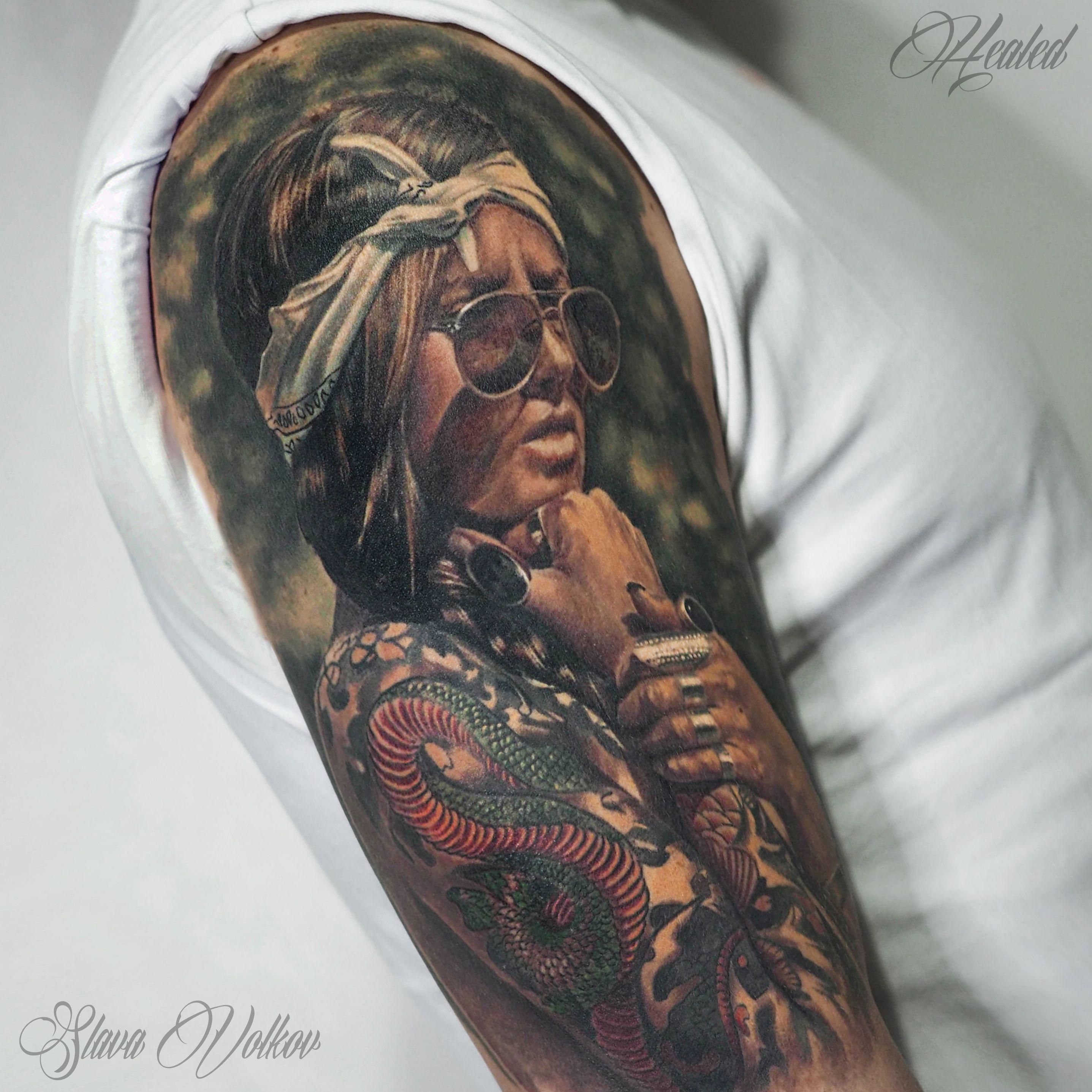 работа для татуированных девушек