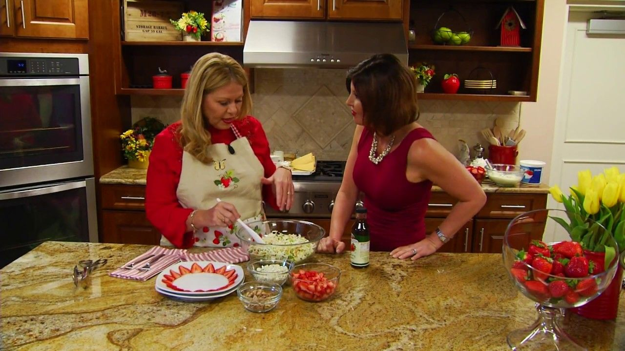 Gayle Guyardo Visits Strawberry Sue S Kitchen Strawberry News