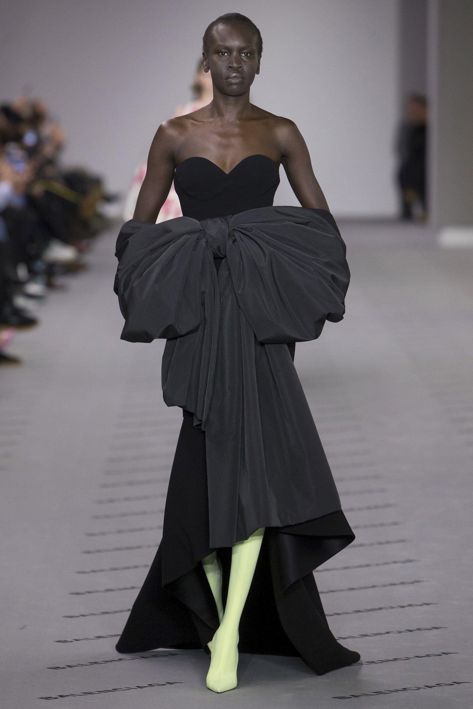 57f0124b190 #Balenciaga #fashion #Koshchenets Balenciaga Fall 2017 Ready-to-Wear  Collection Photos - Vogue
