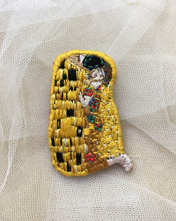 Gustav Klimt Kiss embroidery brooch, Anniversary gift, Hand embroidery art brooch, Klimt jewelry, Gi