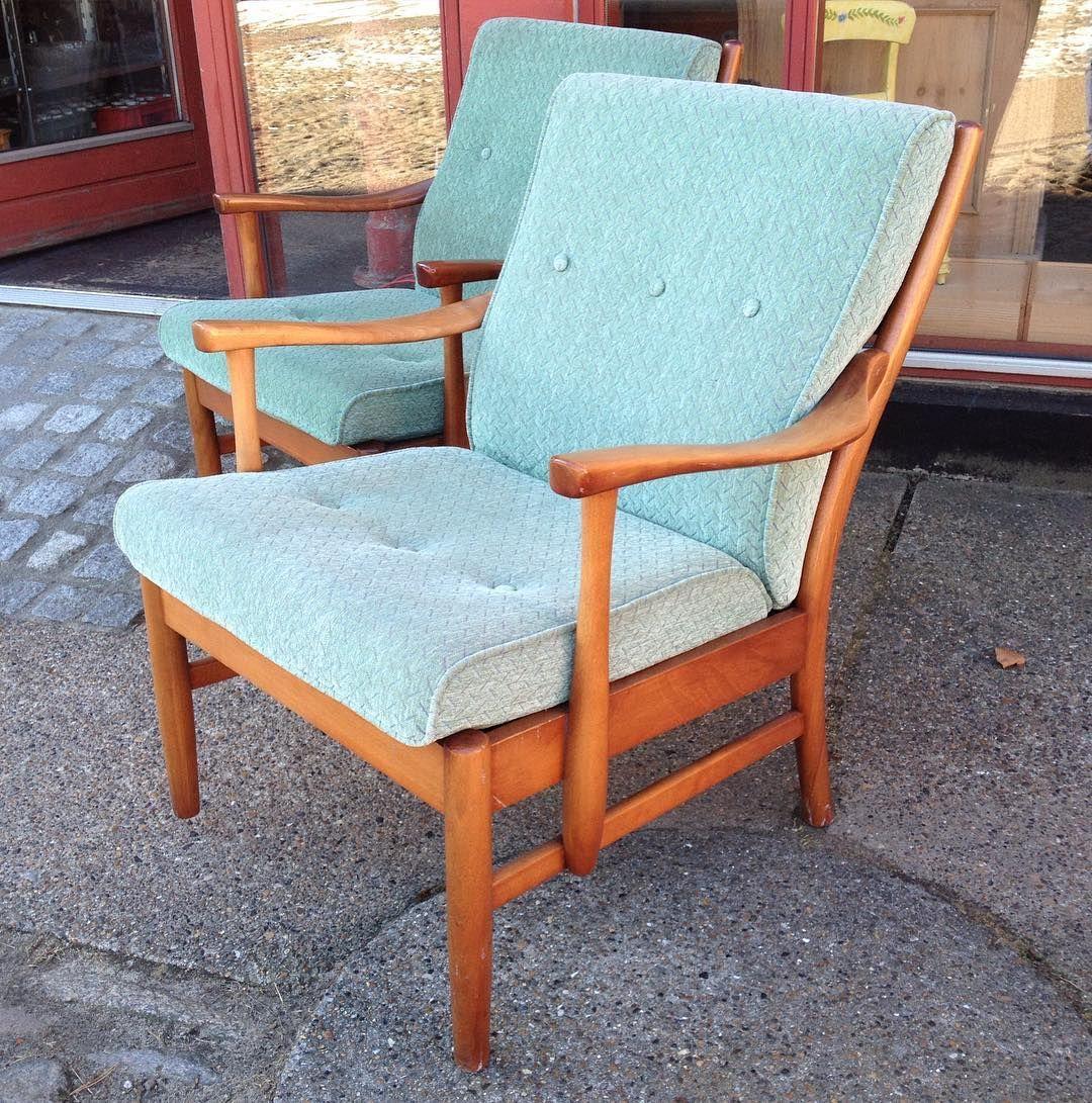 2 x armchairs Danish design . #genbrugsbutik #genbrugsguld #genbrugsfund #chair #armchair #furniture #midcentury #midcenturymodern #50s #60s #retro #vintage #interior #interiør #decor #indretning #danishdesign #nordicdesign #scandinaviandesign #design by tidernesting