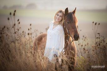 Pferdefotografie, Pferd und Mensch Kuschelfoto