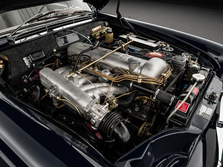 Mercedes-Benz 300 SE Cabriolet motorraum motor