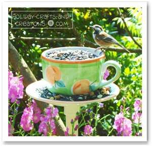 ... easy to make bird feeder project! For more free summer crafts, click