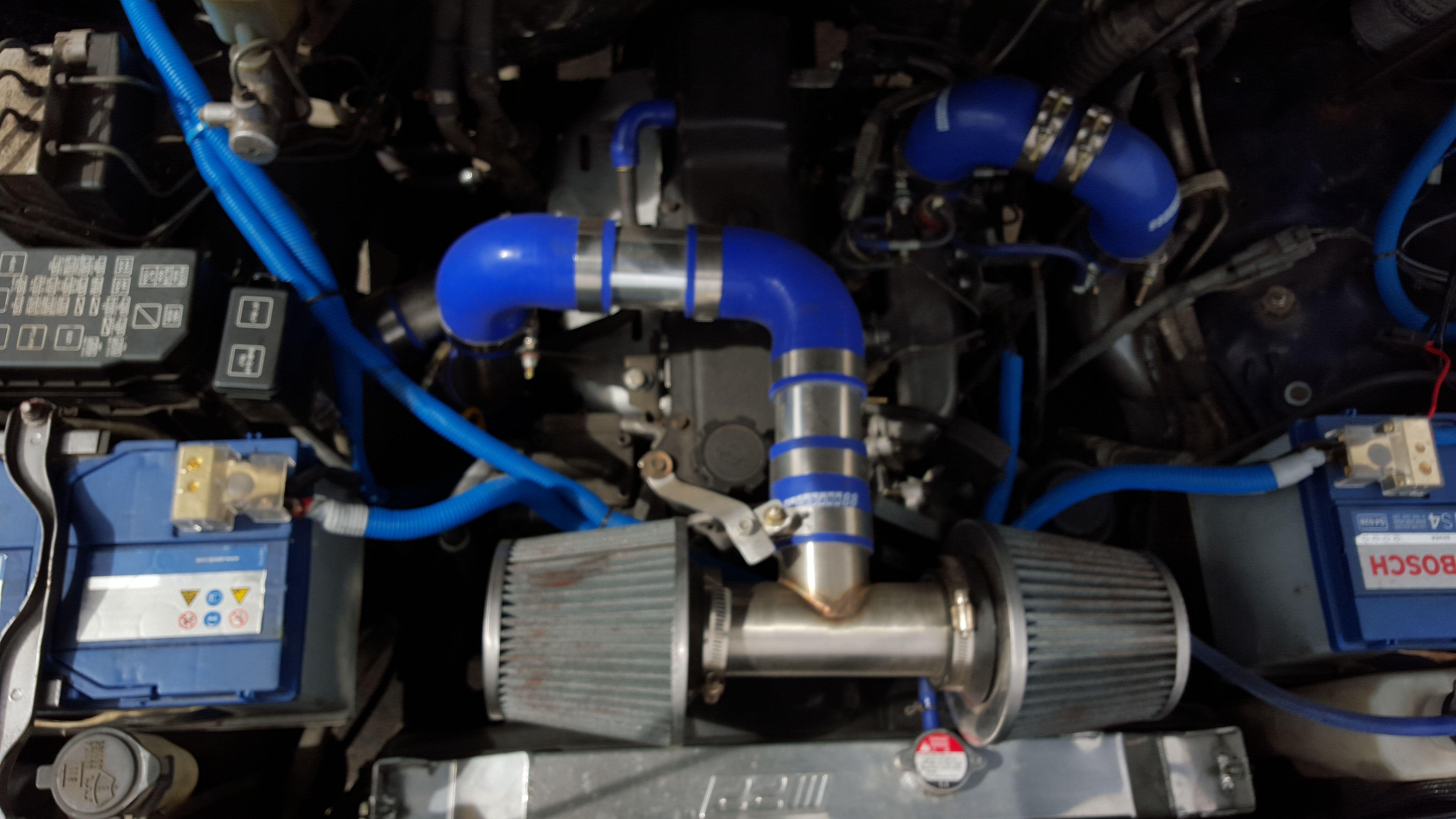 1kz te Landcruiser 90 / 95 engine bay showing some intercooler pipe