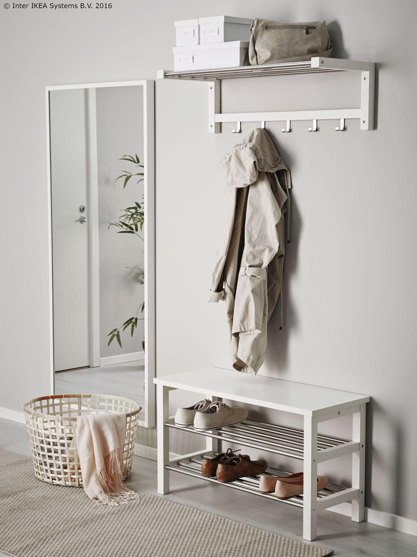 Hallway storage and seating  Osim elementa za cipele TJUSIG je klupa na kojoj se može i sjediti