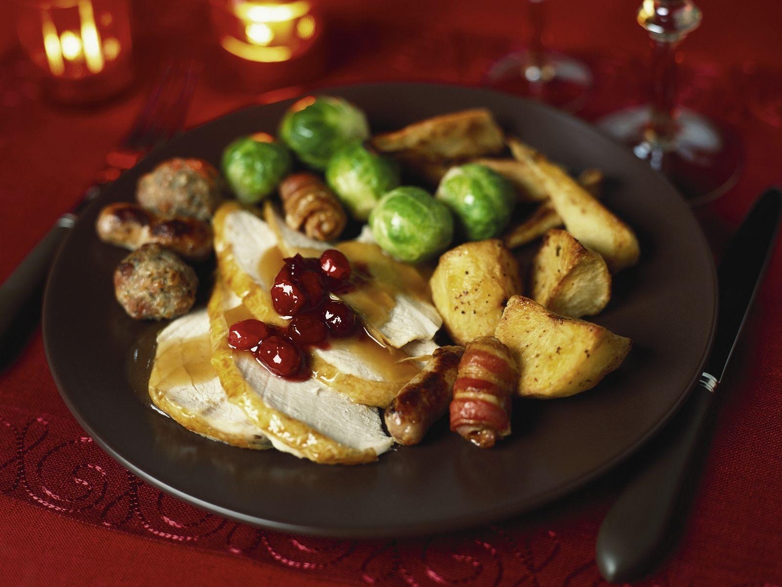 Weihnachtlicher Putenbraten | Zeit: 1 Std. 45 Min. | http://eatsmarter.de/rezepte/weihnachtlicher-putenbraten-0
