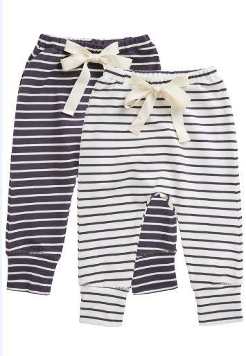 Paksummat vauvan housut talvi-ja kevätkaudelle. Housut tulevat tässä 2 kpl pakkauksessa.   Söpöt nyörit edessä =)   http://www.mammas.fi/product/91/vauvan-housut-nyorilla--2-pakkaus