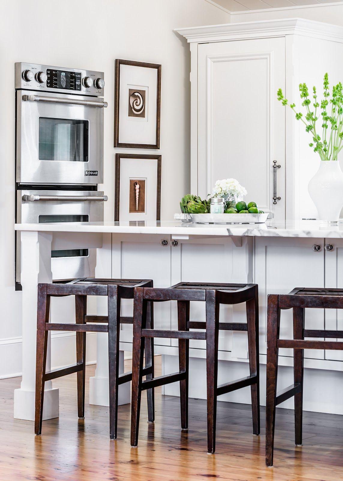 Elegant Kitchen. Beach Chic Design