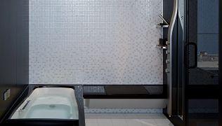 ユニットバス オーバーヘッドシャワー 打たせ湯 肩湯などシャワー関係のアイテムが近未来的だと思った 浴室リフォーム 浴室 ユニットバス ユニットバスルーム