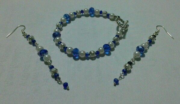 Pulsera de cristales con perlas y bolitas filigrana, aretes que combinan con la pulsera