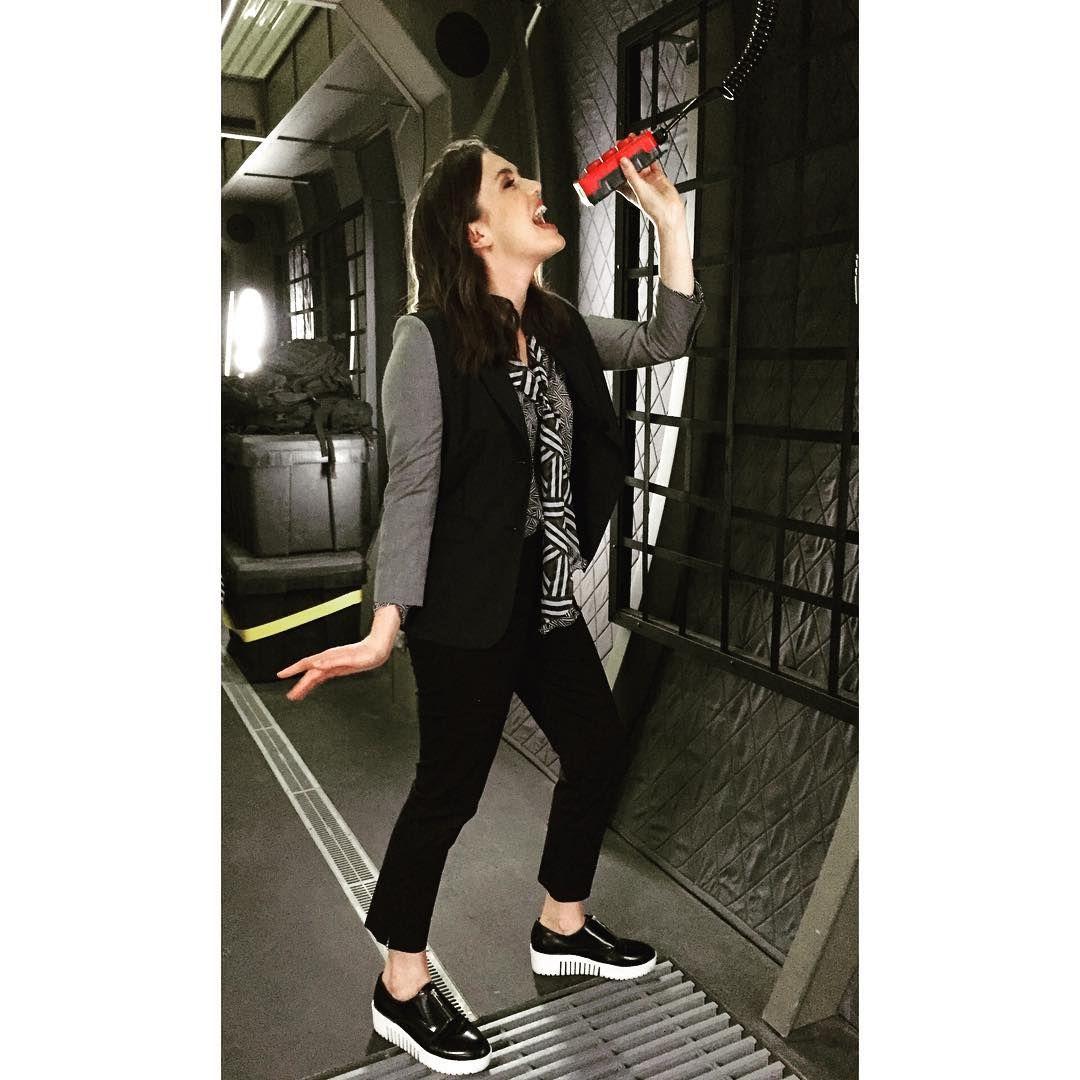 Elizabeth Henstridge (@lil_henstridge) • Instagram photos ...